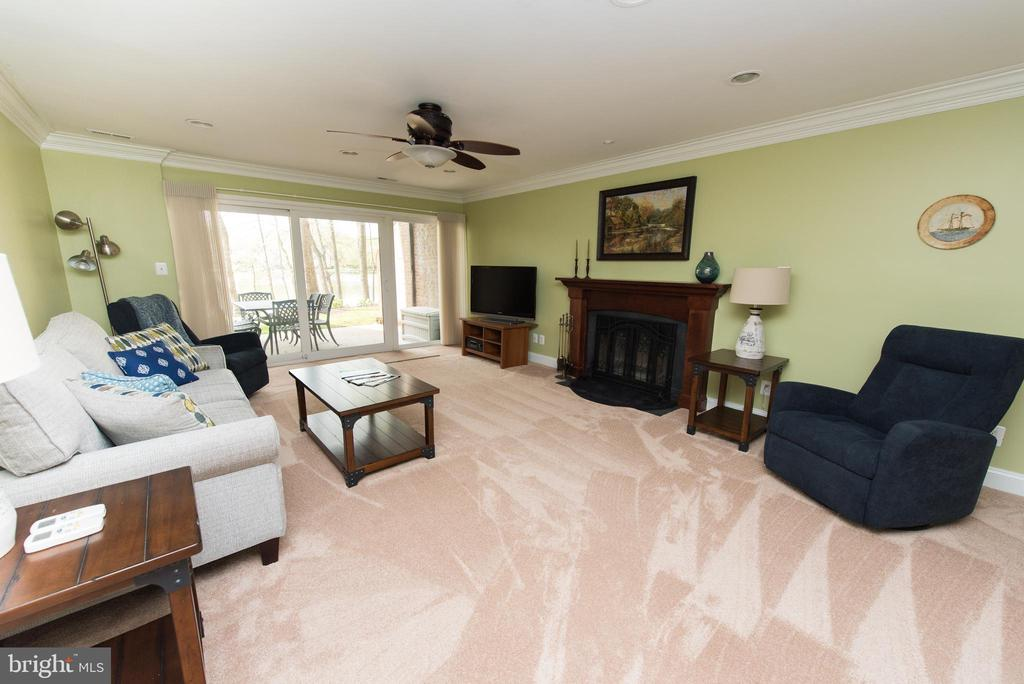 Large living room to unwind from a long day - 11114 HARBOR CT, RESTON