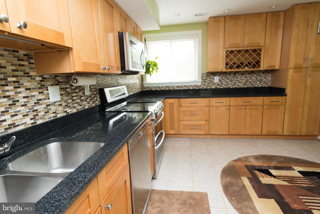 Stainless steel appliances - 11114 HARBOR CT, RESTON