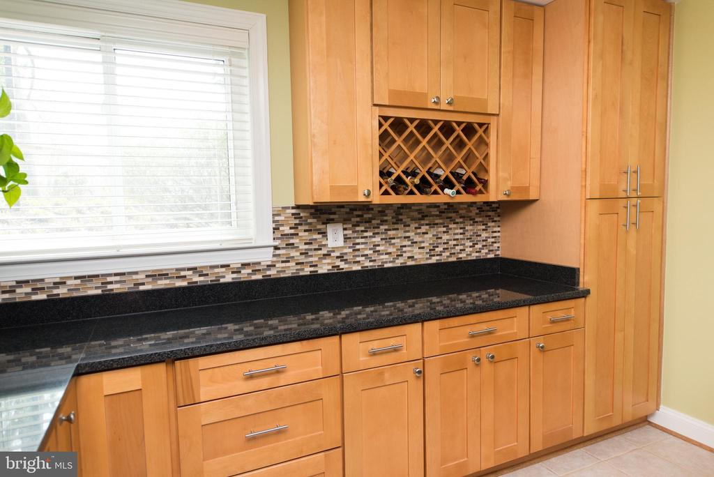 Built in  wine storage and drink preparation space - 11114 HARBOR CT, RESTON