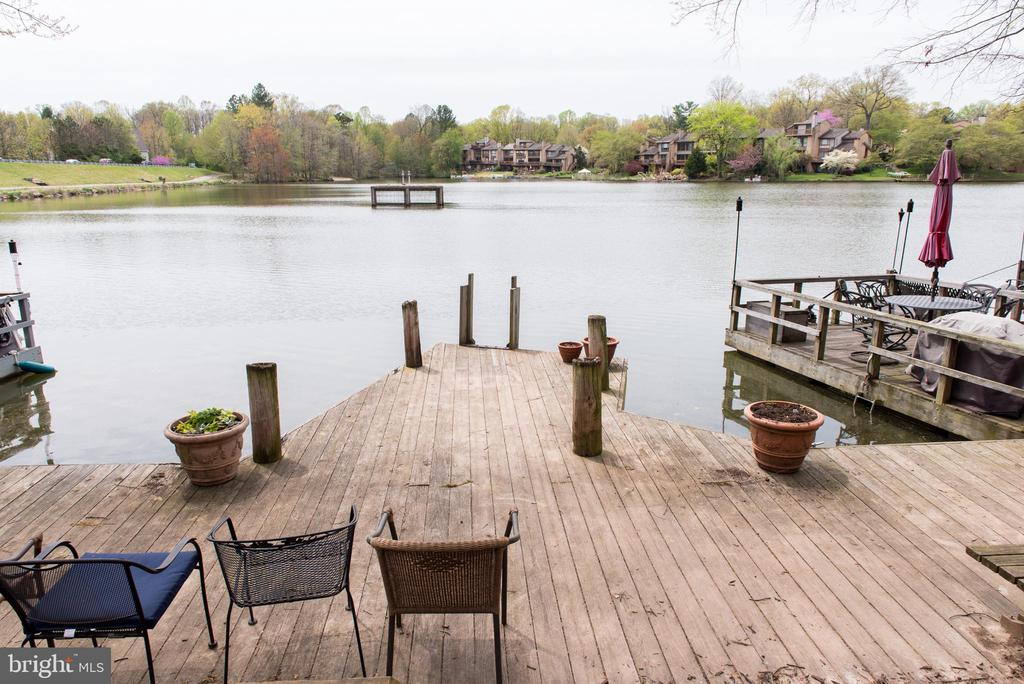 Community dock to socialize with friends - 11114 HARBOR CT, RESTON