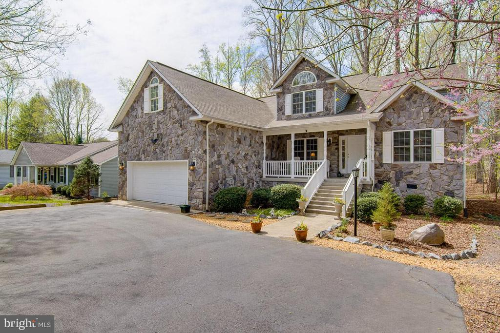 Impressive Stone Accent Contemporary - 3413 LAKEVIEW PKWY, LOCUST GROVE
