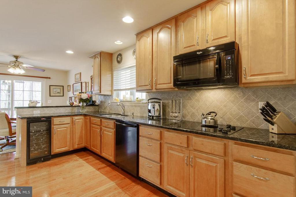 Fully Equipped Kitchen including wind cooler - 3413 LAKEVIEW PKWY, LOCUST GROVE
