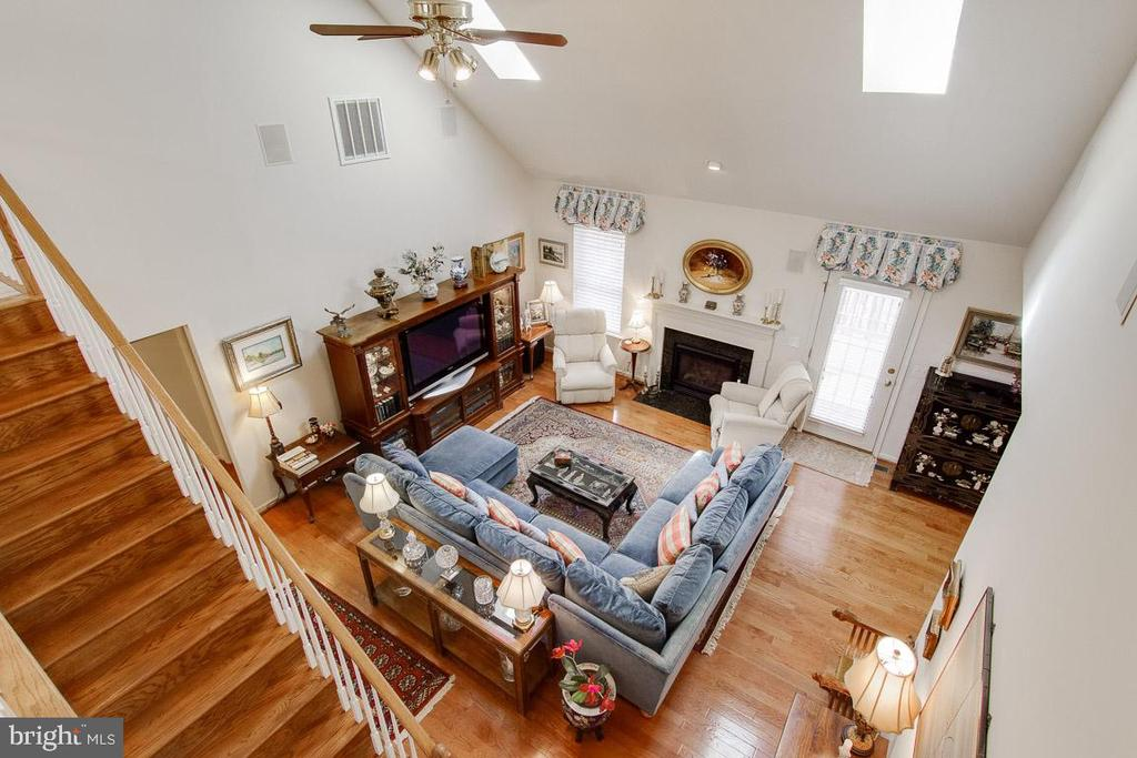 1.5 Story Living Room Accents - 3413 LAKEVIEW PKWY, LOCUST GROVE
