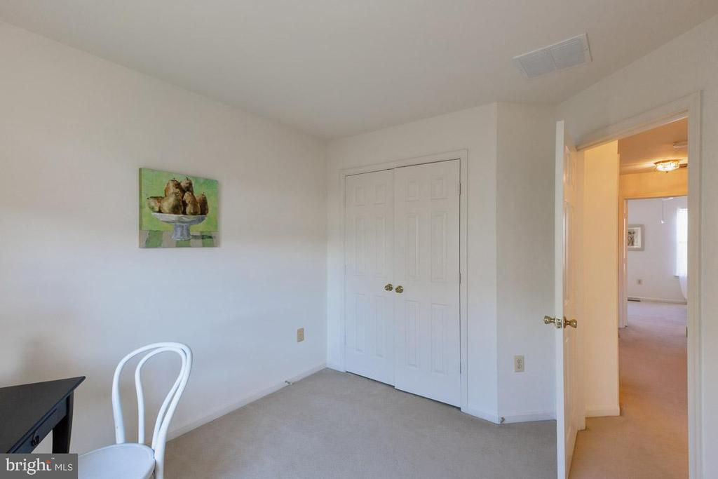2nd bedroom - 13102 KIDWELL FIELD RD, HERNDON
