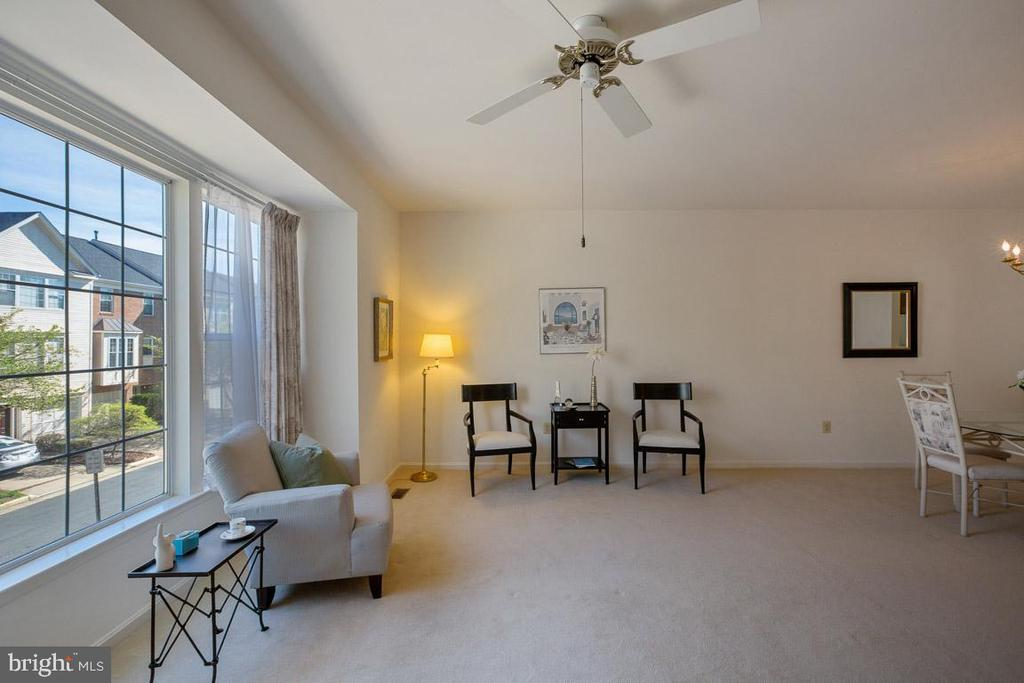 Living room - 13102 KIDWELL FIELD RD, HERNDON