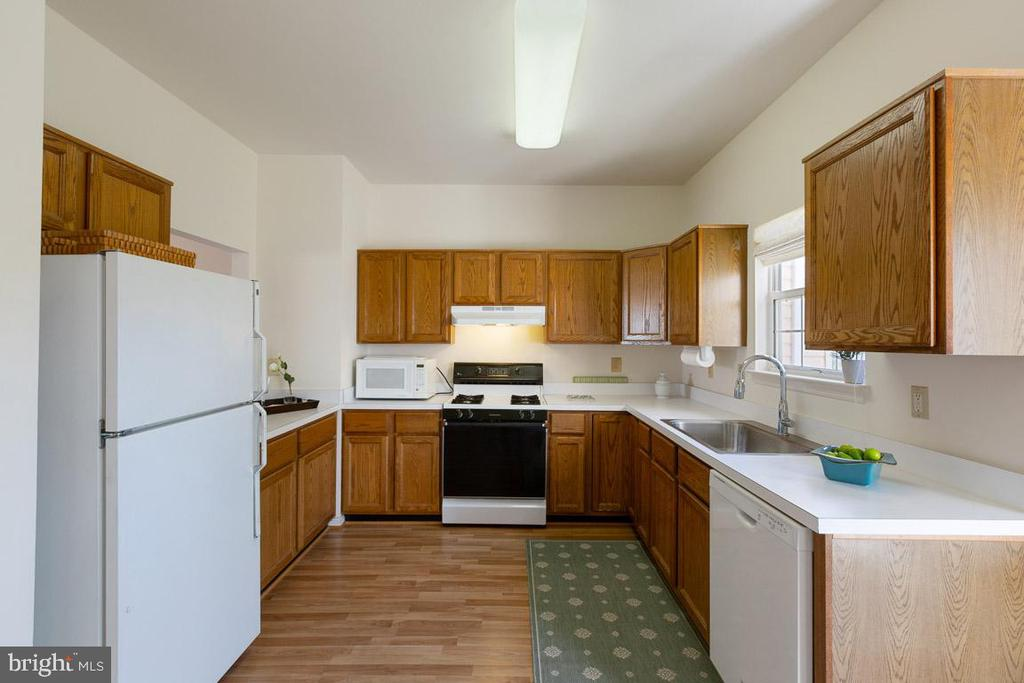 Kitchen - 13102 KIDWELL FIELD RD, HERNDON