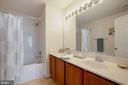 Baster bath with double sink - 13102 KIDWELL FIELD RD, HERNDON