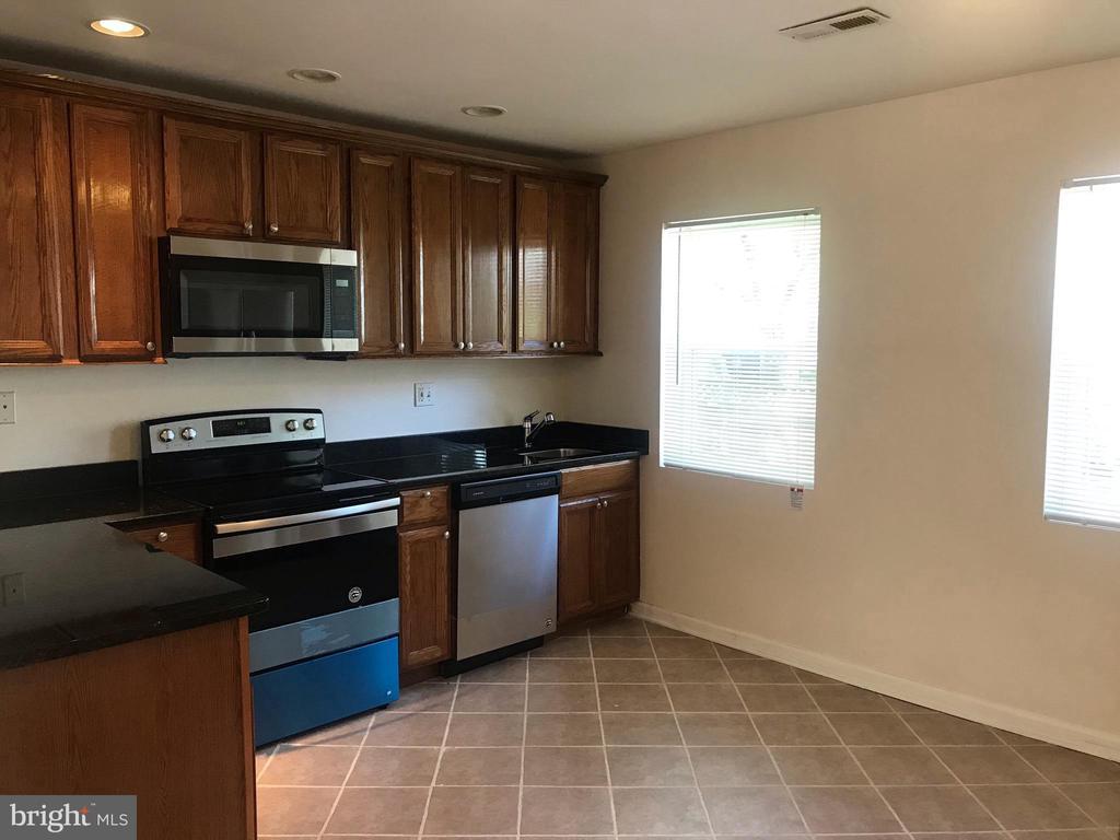 Granite countertop and brand new appliances - 4130 4TH ST SE #4, WASHINGTON