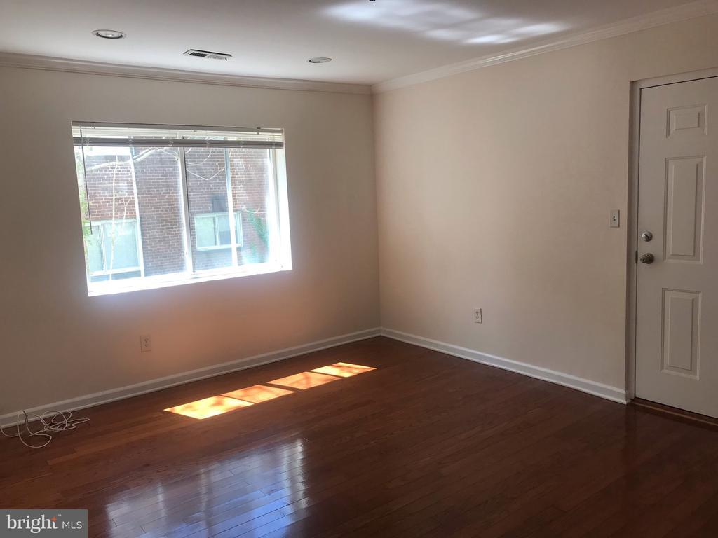 Living/family room - 4130 4TH ST SE #4, WASHINGTON