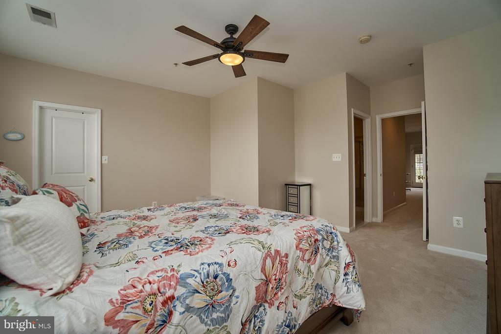 Master with adjoining master bath - 7953 CRESCENT PARK DR #153, GAINESVILLE