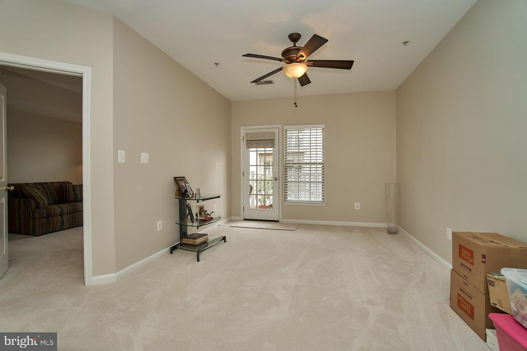 Huge family room with balcony access - 7953 CRESCENT PARK DR #153, GAINESVILLE