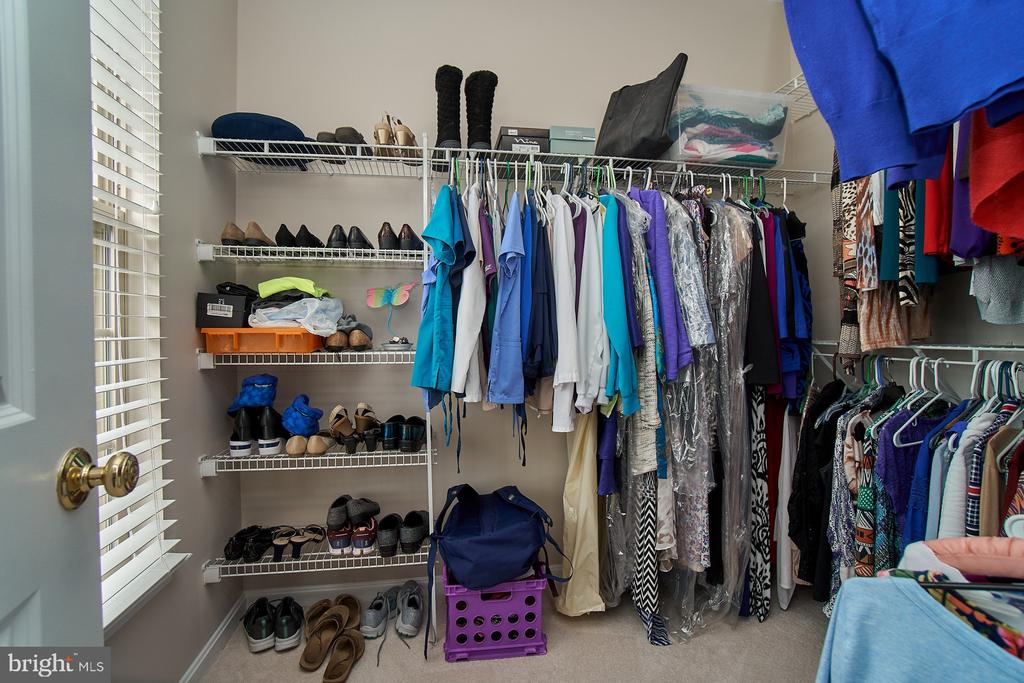 Large walk-in closet with window - 7953 CRESCENT PARK DR #153, GAINESVILLE