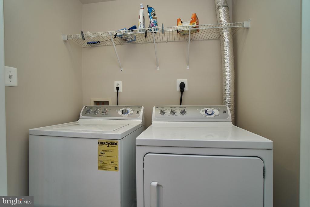 Full size washer/dryer - 7953 CRESCENT PARK DR #153, GAINESVILLE