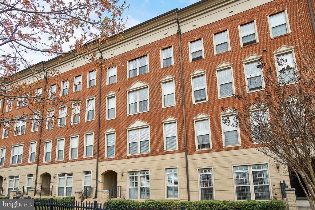 Attractive brick buildings - 7953 CRESCENT PARK DR #153, GAINESVILLE