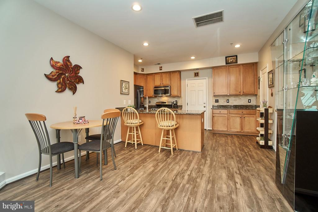 Breakfast Bar and separate dining - 7953 CRESCENT PARK DR #153, GAINESVILLE