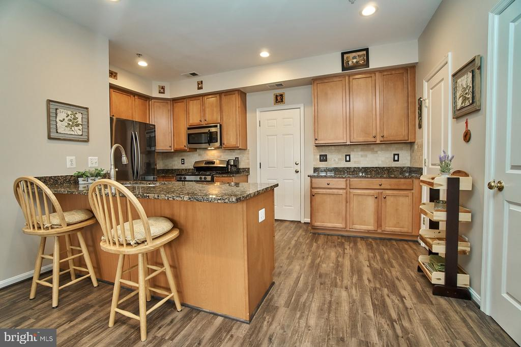 Kitchen with recessed lighting - 7953 CRESCENT PARK DR #153, GAINESVILLE