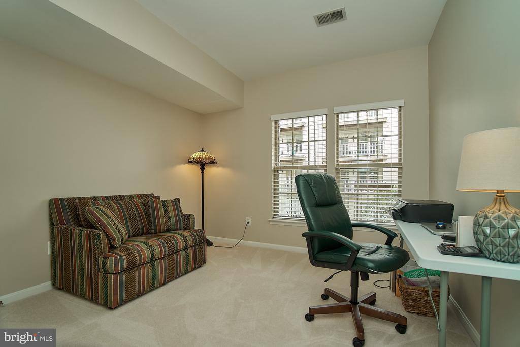 Second upper level bedroom - 7953 CRESCENT PARK DR #153, GAINESVILLE