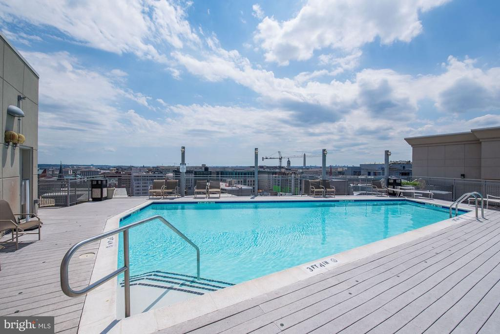 Outdoor pool on the rooftop! - 555 MASSACHUSETTS AVE NW #217, WASHINGTON