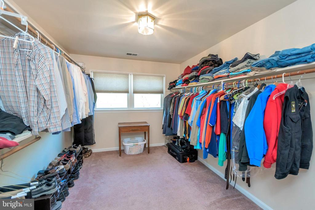 Large Walk-in closet 9x13 - 2999 LUSITANIA DR, STAFFORD