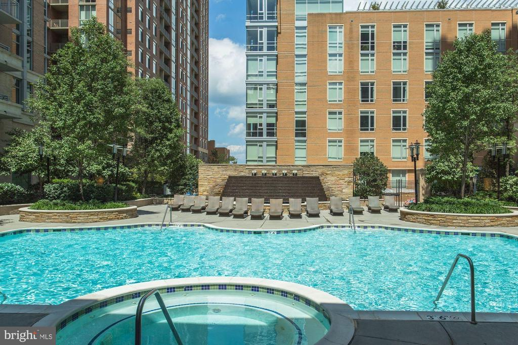 Heated Pool with Spa - 11990 MARKET ST #1103, RESTON