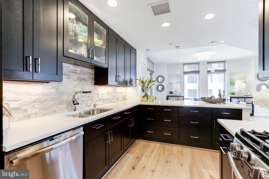 Completely remodeled kitchen - 11990 MARKET ST #1103, RESTON