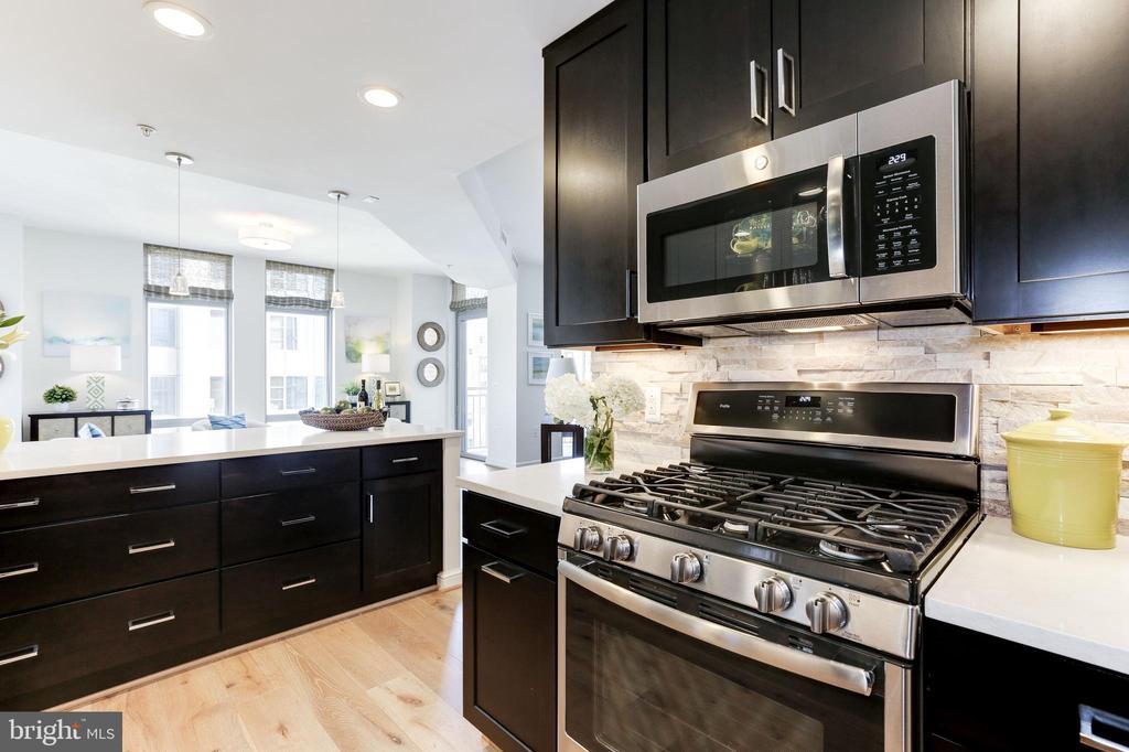 GE Profile gas stove + GE Microwave - 11990 MARKET ST #1103, RESTON