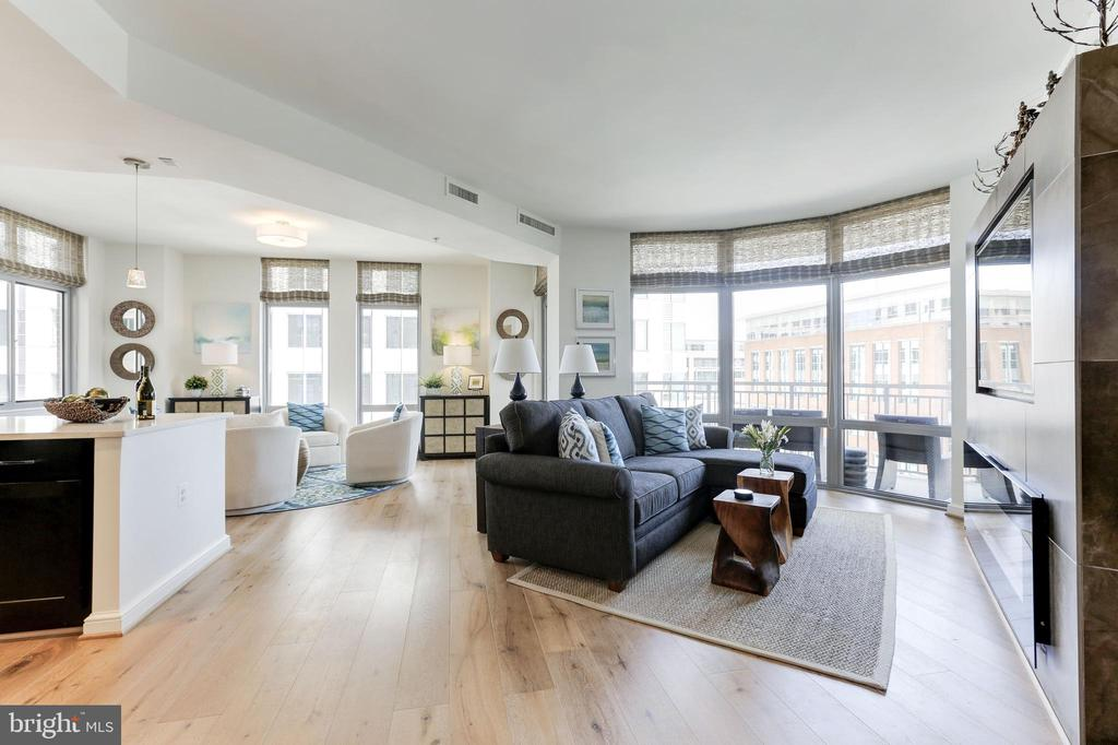Open Concept Living Room w/arched atrium windows - 11990 MARKET ST #1103, RESTON