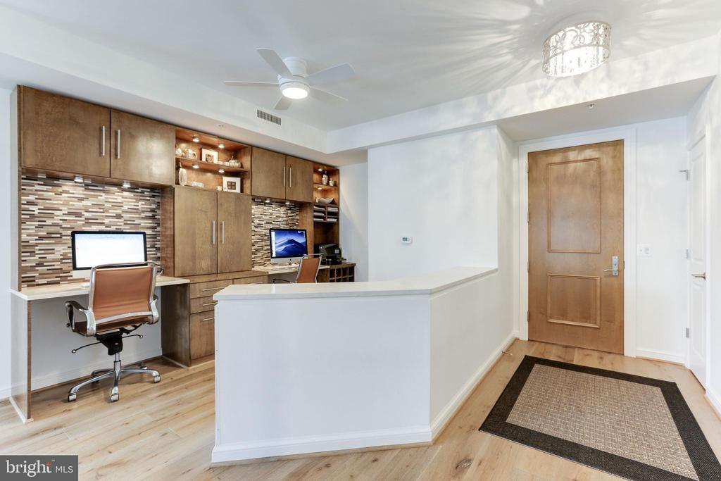 Foyer+open concept custom crafted/designed office - 11990 MARKET ST #1103, RESTON