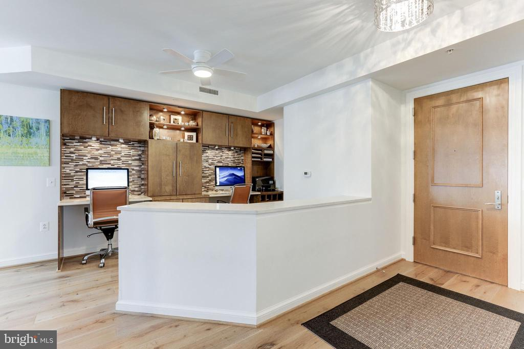 Knee-wall with built-in cabinetry/storage - 11990 MARKET ST #1103, RESTON