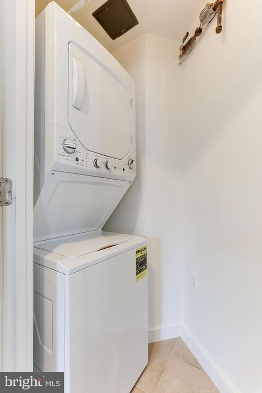 Washer and Dryer - 11990 MARKET ST #1103, RESTON