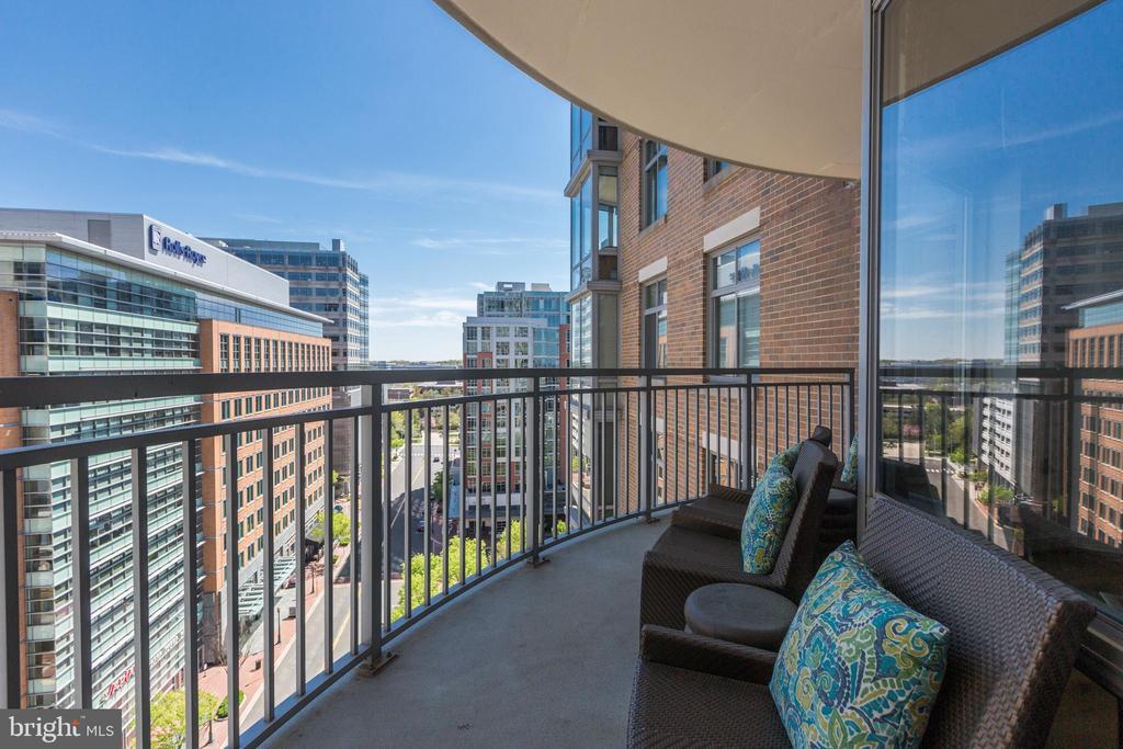 Larged arch balcony - 11990 MARKET ST #1103, RESTON