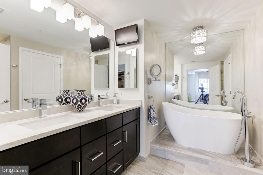 Remodeled Master Bath Spa w/Quartz double Vanity - 11990 MARKET ST #1103, RESTON