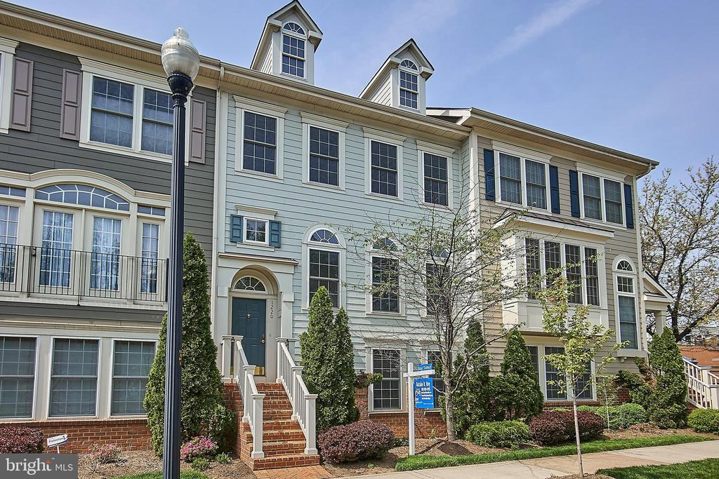 1220 S GLEBE ROAD, Arlington, Virginia