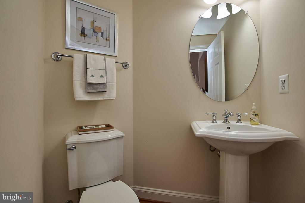 Main level half bath. - 1220 S GLEBE RD, ARLINGTON
