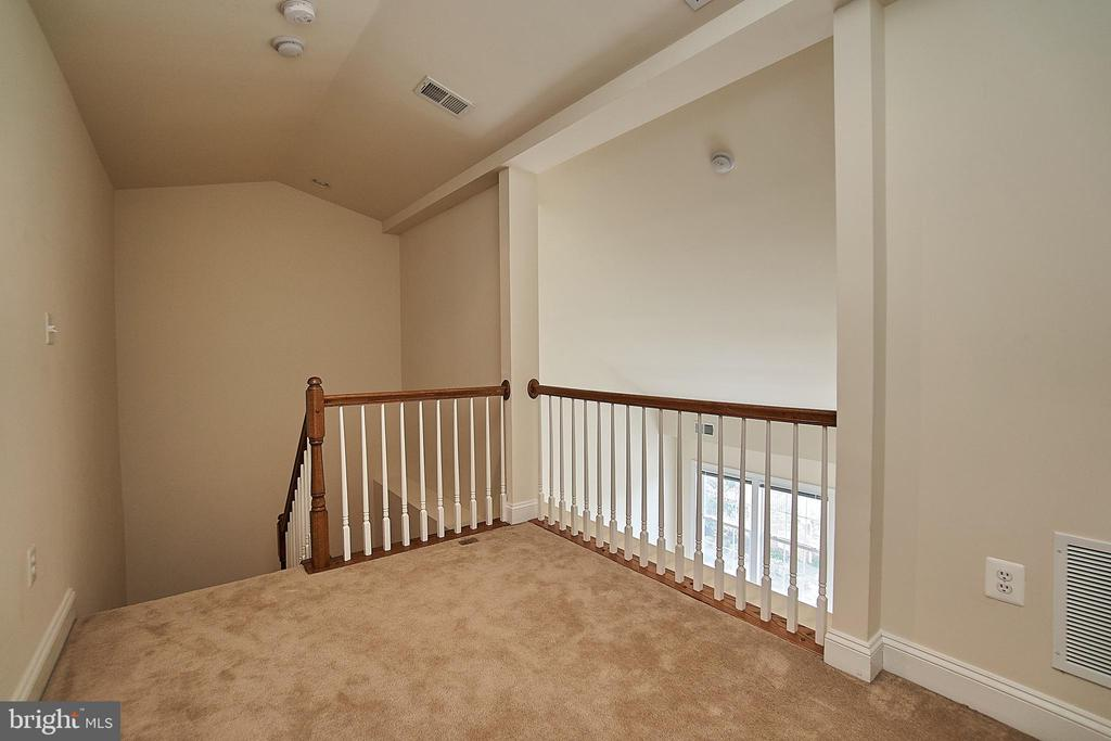 Bonus loft space, perfect for a private office. - 1220 S GLEBE RD, ARLINGTON