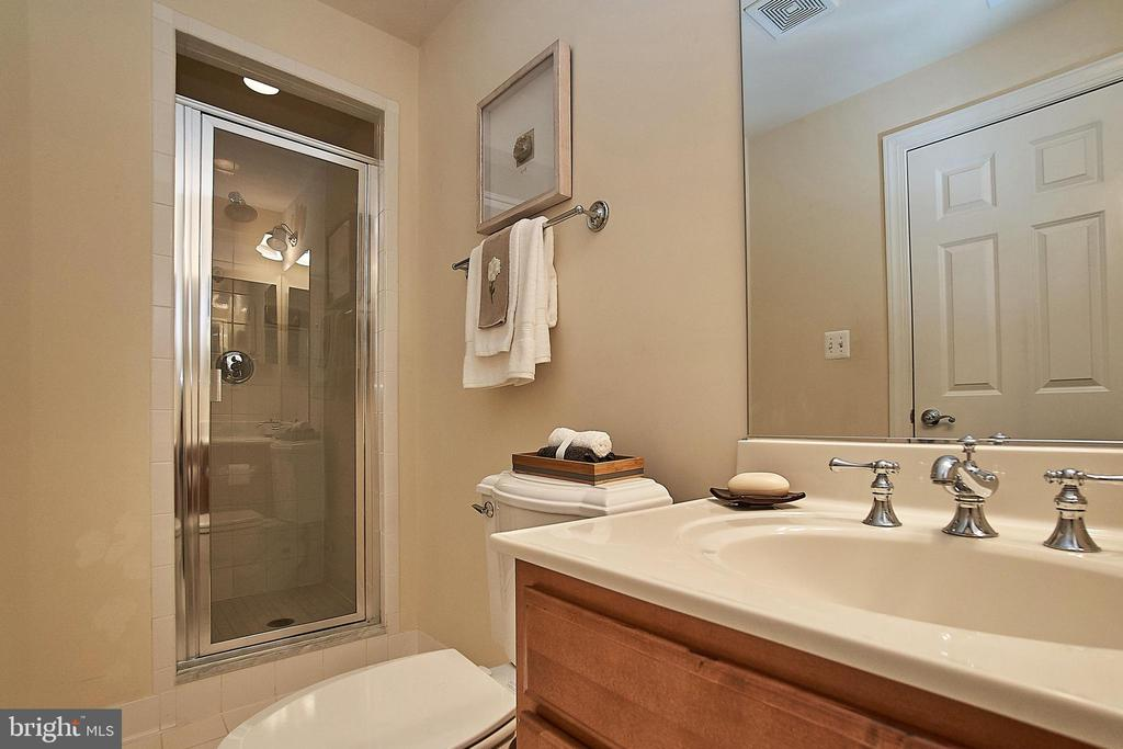 Lower level full bath. - 1220 S GLEBE RD, ARLINGTON