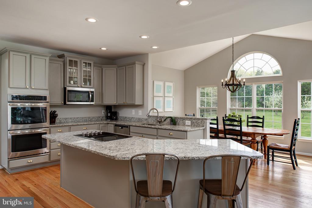 Gorgeous updated kitchen - 11384 FALLING CREEK DR, BEALETON