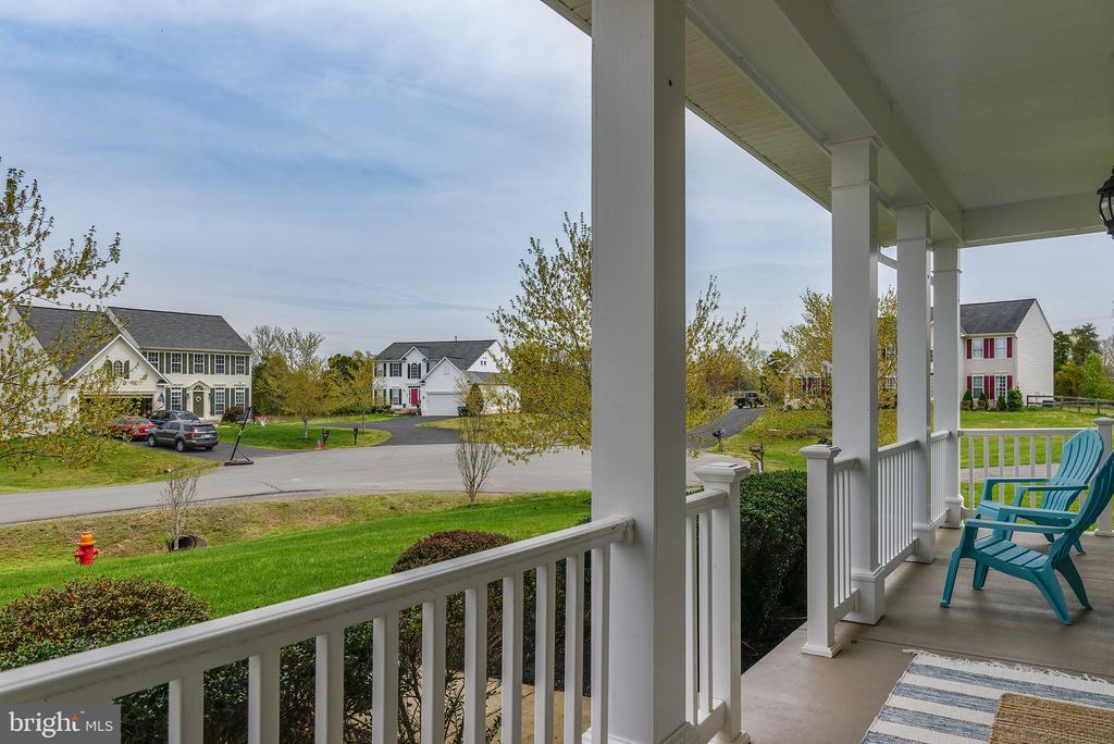 Relaxing front porch - 11384 FALLING CREEK DR, BEALETON