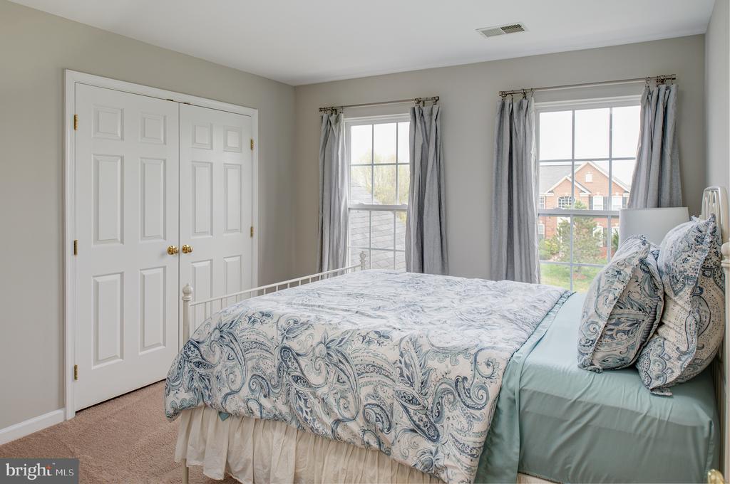 Generous bedrooms - 11384 FALLING CREEK DR, BEALETON