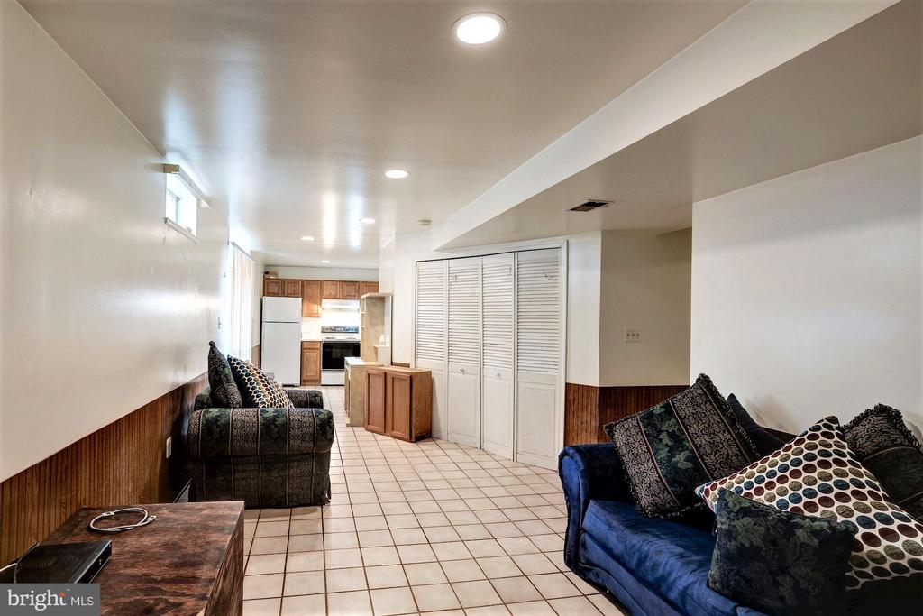 Has 2 extra rooms in addition to the common area - 46553 PEBBLEBROOK PL, STERLING