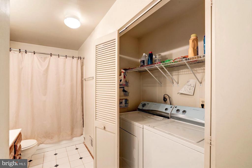 Upper Level Laundry - 46553 PEBBLEBROOK PL, STERLING