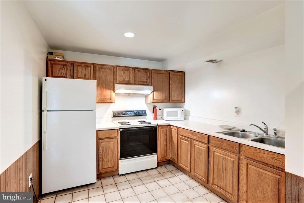 Second Kitchen! - 46553 PEBBLEBROOK PL, STERLING
