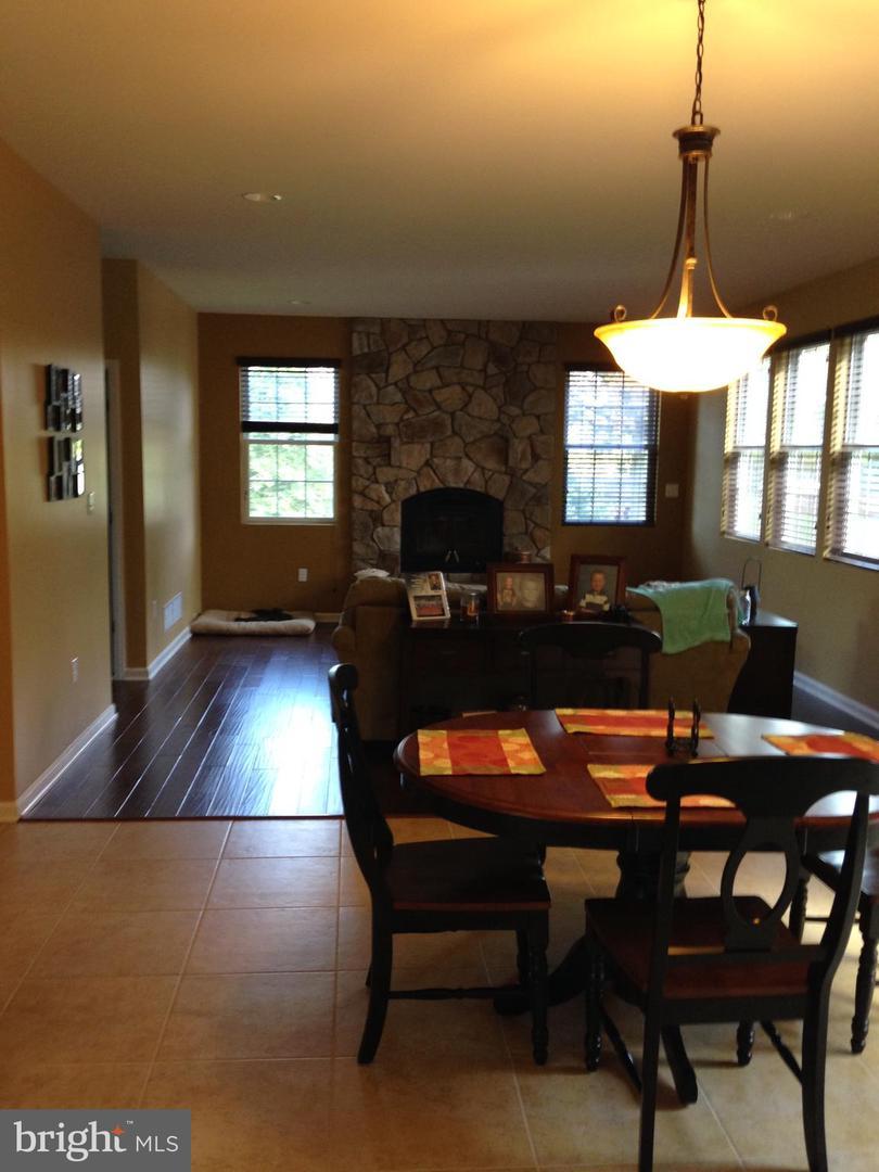 Maison unifamiliale pour l Vente à 298 JACOBSTOWN ARNEYTOWN Road Wrightstown, New Jersey 08562 États-Unis