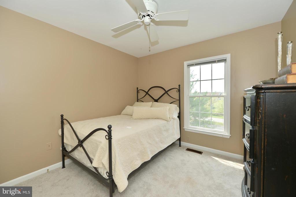 guest bedroom upstairs - 1403 CAMPBELL CT NE, LEESBURG