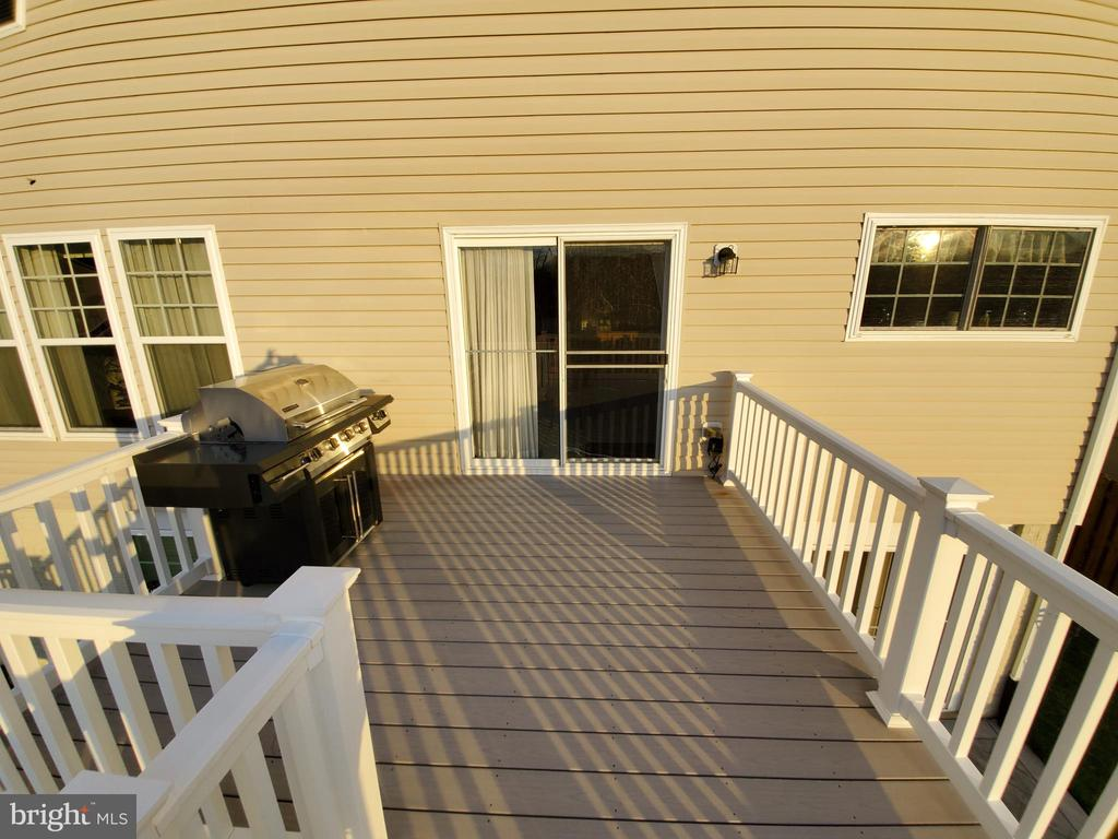 Maintenance free decking and rails. - 4152 AGENCY LOOP, TRIANGLE
