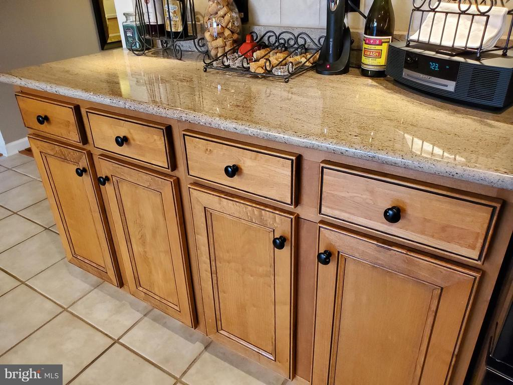 Stunning cabinetry and granite counter tops. - 4152 AGENCY LOOP, TRIANGLE