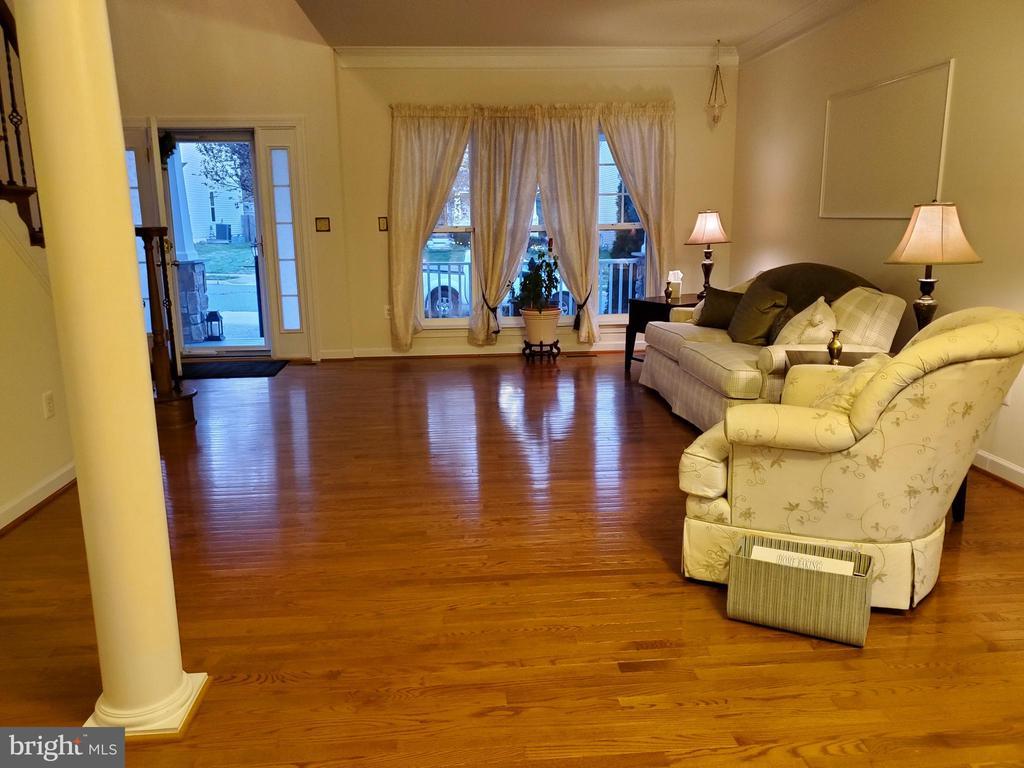 9' ceiling in Living Room. - 4152 AGENCY LOOP, TRIANGLE