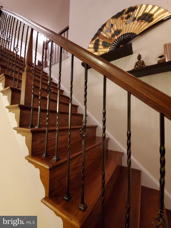 Sumptuous stairs and railing. - 4152 AGENCY LOOP, TRIANGLE
