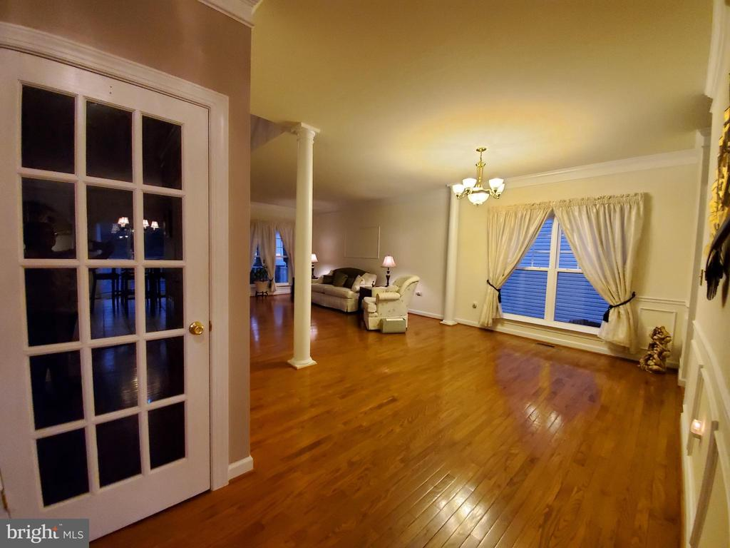 Another light sharing French door to the basement. - 4152 AGENCY LOOP, TRIANGLE
