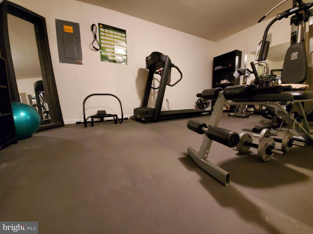 Padded Gym floor w/some conveying equipment. - 4152 AGENCY LOOP, TRIANGLE